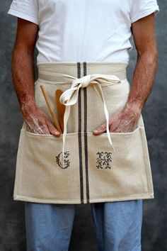 DIY Cafe Apron from a Tea-Towel, by KatesCreativeSpace Cool Aprons, Aprons For Men, Cafe Apron, Towel Apron, Towel Crafts, Aprons Vintage, Retro Apron, Sewing Aprons, Apron Designs