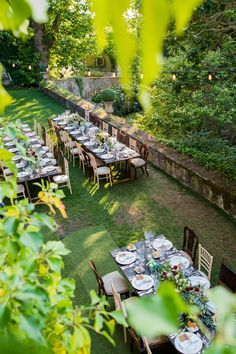 Rustic Wedding Venue with long tables and green backyards by Lisbon Wedding Planner. Rustic Wedding Venues, Boho Wedding, Wedding Reception, Destination Wedding, Wedding Flowers, Wedding Trends, Wedding Styles, Wedding Ideas, Rustic Outdoor