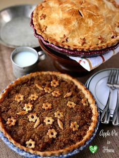 SugaryWinzy Apple Pie with Brown Sugar Cinnamon Crumb Topping a la mode
