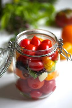Garden Living: Syltede tomater - en smaksfest! Think Food, Garden Living, How To Can Tomatoes, Preserving Food, Preserves, Food And Drink, Canning, Vegetables, How To Make