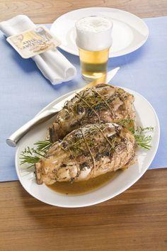 Per una serata tra amici porta in tavola lo stinco di maiale alla birra, scopri la ricetta su Sale&Pepe.