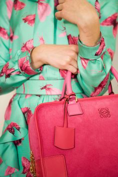 Mint outfit with pink butterfly accents. And a gorgeous pink bag! Fashion Details, Look Fashion, Womens Fashion, Spring Fashion, Fashion Trends, Mode Style, Style Me, Hair Style, Idda Van Munster