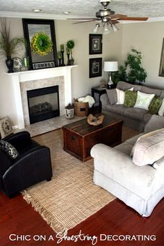Having small living room can be one of all your problem about decoration home. To solve that, you will create the illusion of a larger space and painting your small living room with bright colors c… Chic Living Room, Rugs In Living Room, Living Room Furniture, Living Room Designs, Living Room Decor, Small Living, Home And Living, Living Room Inspiration, Family Room