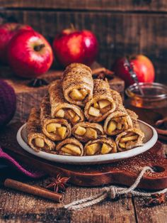 apple pie toast roll-ups (french toast with apple cinnamon filling)