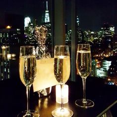 New York New York • The CHAMPAGNE Foundation for New York nights with lots of ❤️💋🍾 • #champagne #champagnelife #love #cocktails #luxurylife #luxury #rooftop #drinks #amazing #champagnelover #cheers #nightout #dreamlife #tokyo #dubai #nyc #newyork...