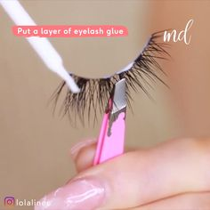 TO APPLY FAKE LASHES Because, everyone wants their fauxies to stay put all day long!Because, everyone wants their fauxies to stay put all day long! Eyelashes How To Apply, Applying False Eyelashes, Applying Eye Makeup, Fake Lashes, Eyebrow Makeup, Long Eyelashes, Makeup Tips, Beauty Makeup, Eyelashes Tutorial