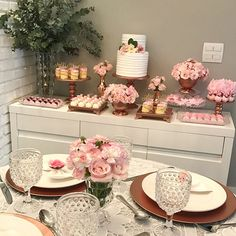 🌹🌹🌹🌹 By - Festa adulto com todas as peças e bolo do nosso acervo 💗 Candy Table, Dessert Table, Birthday Party Decorations, Wedding Decorations, Bridal Shower, Baby Shower, Festa Party, Its My Bday, Gold Party
