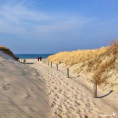 Ausflug an die Ostsee Baltic Sea as a destination and holiday resort Sea Holiday Resort, Beach Landscape, Being In The World, Baltic Sea, Background Pictures, Beautiful Beaches, Beautiful World, Valentino Rossi, Ocean