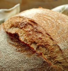 Отличный вариант повседневного полезного хлеба, с довольно большим процентом цельнозерновой муки. В этом хлебе слились воедино лучшие хлебные качества: пышный,…