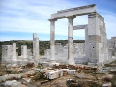 Naxos, with its long and rich ancient history, has many archaeological sites, monuments and museums to explore. Around The World In 80 Days, Around The Worlds, Seasons Of The Year, Archaeological Site, Best Sites, Marina Bay Sands, Temple, Greece, To Go