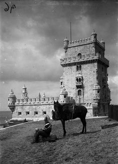 |   Torre de Belém (   séc XX )Fotografia de:   Ferreira da Cunha in A.M.L. Old Pictures, Old Photos, Portugal Travel Guide, Portuguese, Great Photos, Past, Beautiful Places, Black And White, History