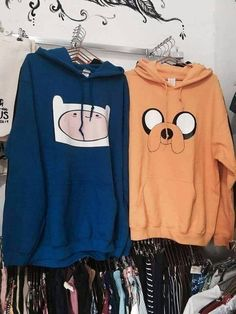 Did an employee put these together on purpose Teenage Outfits, Trendy Outfits, Girl Outfits, Fashion Outfits, Kawaii Fashion, Cute Fashion, Abenteuerzeit Mit Finn Und Jake, Best Friend Outfits, Vetement Fashion