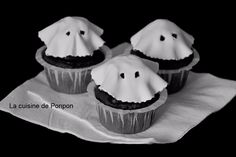 cupcake noir et fantôme blanc Biscuits, Cupcakes, Desserts, Dish, Black People, Easy Food Recipes, Cooking Food, Crack Crackers, Tailgate Desserts