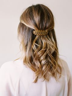 The Easiest 5 Second Hairstyle - Style Me Pretty Living