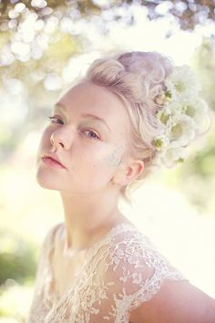 BRIDE - Professional Make Up Tips for DIY Brides - Rock n'Roll bride featuring make up artiste Elbie Van Eeden.