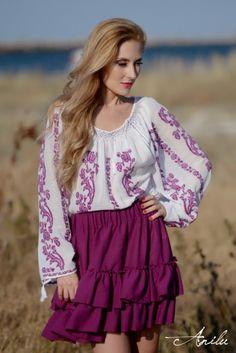 IE TRADITIONALA ROMANEASCA - Motivul Trandafirul Mov Folk Embroidery, Ethnic Fashion, Blouse Styles, Bell Sleeve Top, Ruffle Blouse, Tunic, Bohemian, Costumes, Traditional