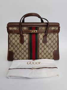 Gucci Ophidia Vintage Brown and Beige Monogram Bag. Canvas Handbags, Cheap Handbags, Gucci Handbags, Purses And Handbags, Designer Handbags, Business Trendy, Classic Handbags, Vintage Gucci