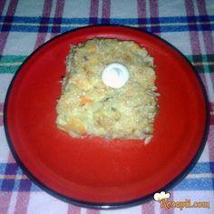 Recept za Pilav sa jajima i pavlakom. Za spremanje ovog jela neophodno je pripremiti pileće meso, luk, šargarepu, pirinač, so, ulje, pavlaku, susam.