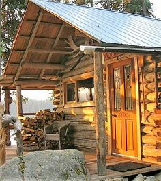 Off Grid Architecture* ( Small Log Cabin, Little Cabin, Log Cabin Homes, Cozy Cabin, Log Cabins, Grid Architecture, Log Home Living, Cabin In The Woods, Cabins And Cottages