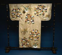 Noh Robe. Japan, Nuihaku Period, late 17th century, 17th century, embroidery, silk and applied gold leaf on silk ground, Cleveland Museum of Art