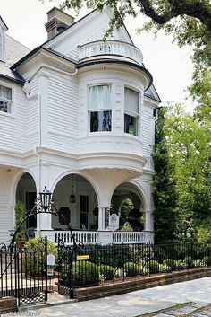 Over 380 Different Victorian Homes  http://pinterest.com/njestates/victorian-homes/