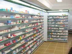 Ésta es la interior de la farmacia. Venden unas medicinas.
