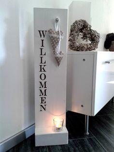 Heute gibt's ein neues Willkommen-Schild, mit Stoffherzchen und Platz für etwas Deko.    Nochmehr Neues gibt es hier!