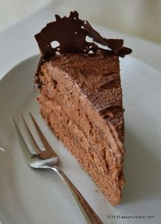 Tort de ciocolata reteta clasica, cu crema de ciocolata cu unt si blat cu ciocolata. Cum se face un decor dantela de ciocolata? Daca iubiti ciocolata tortul Sweets Recipes, Cooking Recipes, Something Sweet, Chocolate, Cakes And More, Yummy Cakes, Nutella, Cake Decorating, Marshmallows