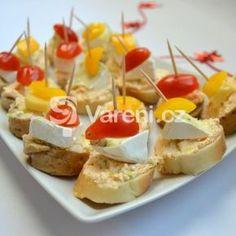 Fotografie receptu: Silvestrovské jednohubky se sýrovou pomazánkou Party Snacks, Appetizers For Party, Ciabatta, Caramel Apples, Baked Potato, Menu, Yummy Food, Baking, Ethnic Recipes