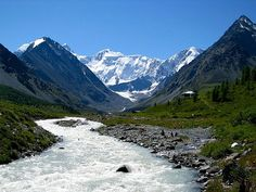 Гора Белуха, Горный Алтай — наивысшая точка Катунского хребта Горного Алтая (4506 м), а также высочайшая вершина Сибири