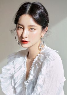 The Low Down On 'glass Skin' - K-Beauty's Newest Trend In 2019 . The Low Down On 'Glass Skin' - K-Beauty's Newest Trend in 2019 k beauty makeup trends 2019 - Makeup Trends 2019 K Beauty, Beauty Makeup, Hair Makeup, Hair Beauty, 3ce Makeup, Beauty Tips, Beauty Regimen, Beauty Care, Beauty Skin