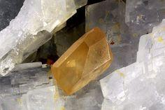 Monazite-(Ce). Trimouns Talc Mine, Luzenac, Ariège, France Taille=1.01 mm Copyright Matteo Chinellato