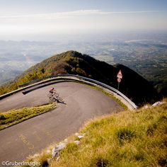 Between the provinces of Treviso and Vicenza in the Veneto region . Road Cycling, Cycling Bikes, Bicycle Pictures, Cycling Holiday, Cycle Ride, Cycling Motivation, Bike Run, Northern Italy, Bike Life