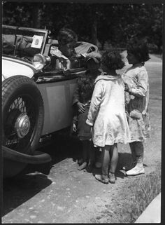 Marianne Breslauer, Untitled (Annemarie Schwarzenbach in her car and gipsy kids), Pyrenees, 1933 Schweizerische Nationalbibliothek NB, Bern