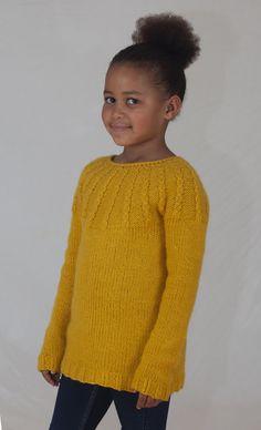 Denne genseren digger barna! Supermyk, god og varm og nesten garantert kløfri i tjukk merinoull. Rett og slett en YES!-genser. Oppskrift kjøpes på www.mamaedesign.no/produkt/yes E Design, Pullover, Sweaters, Fashion, Threading, Moda, Fashion Styles, Sweater, Fashion Illustrations
