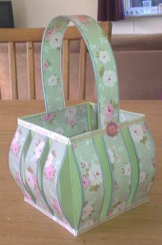 Basket Tutorial: http://wenchespapirverden.blogspot.no/2013/05/tutorial.html