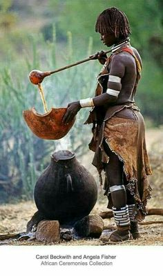 Hamar woman preparing ritual coffee, Omo Vlley, Ethiopia, Carol Beckwith and Angela Fisher Religions Du Monde, Cultures Du Monde, World Cultures, African Tribes, African Women, African Art, Tribal People, Tribal Women, We Are The World