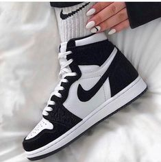 Sneakers Mode, Cute Sneakers, Best Sneakers, Sneakers Fashion, Shoes Sneakers, Shoes Jordans, Sneaker Heels, Nike Air Jordans, Air Jordans Women