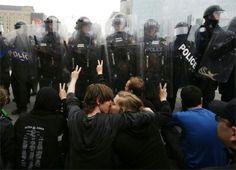 Dammi un bacio che fuori è la rivoluzione che non passerà in tv