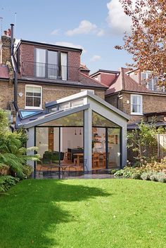 gorgeous 39 Popular House Extension Design Ideas For Your Extra Room Extension Veranda, House Extension Plans, House Extension Design, Extension Designs, Glass Extension, Extension Ideas, Orangery Extension, Extension Google, Cottage Extension