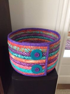 Fabric Bowls, Fabric Rug, Fabric Crafts, Sewing Crafts, Sewing Projects, Braided Rag Rugs, Clothes Basket, Rope Crafts, Quilling Designs