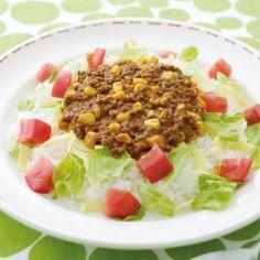 シャトルシェフ調理鍋を使って作るカレーのレシピです。ごはんには、レタス、トマト、チーズを彩りよく盛り付けて。 - 29件のもぐもぐ - タコライス風ドライカレー by ハウス食品