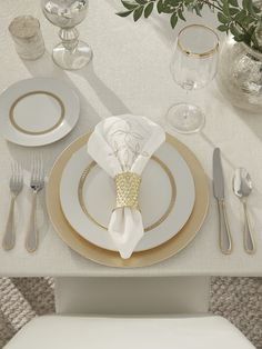 Like its centuries-old namesake, Talisman has the power to transform. Lustrous in a goldtone satin finish, and sculptural in its dimensional, diamond-like facets, it performs a kind of alchemy on an everyday table, remaking it into a more brilliant, elevated version of itself.