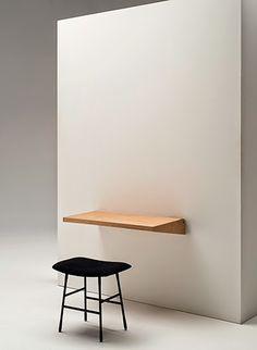 Marzua: Anticipo imm cologne: Práctico escritorio plegable FjU diseñado por el dúo Kaschkasch para Living Divani