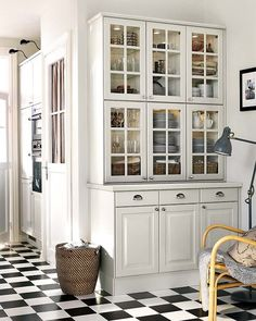 Simple Kitchen: 60 Beautiful and Cheap Decoration Tips! - Home Fashion Trend Ikea Bodbyn Kitchen, Kitchen Wall Cabinets, Kitchen Dresser, Glass Kitchen, New Kitchen, Kitchen Decor, Kitchen Corner, Kitchen Ideas, Home Kitchens