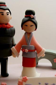 Fondant Mulan and bench Fondant Toppers, Fondant Cakes, Cupcake Cakes, Cake Craft, Diy Cake, Fondant Figures, Cupcakes Princesas, Princesa Mulan, Fondant People
