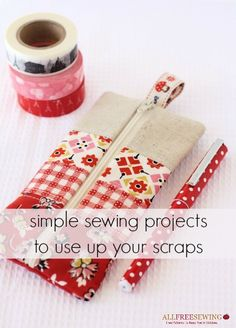 Are you searching for some DIY Pencil case tutorials for back to school season? This list is full of beautiful patchwork pouches, flat pencil cases, binder pencil cases & even a crochet pencil case! There are some great Pencil case projects in this post. Pencil Case Tutorial, Diy Pencil Case, Pouch Tutorial, Pencil Pouch, Pencil Cases, Pencil Case Pattern, Tutorial Diy, Tutorial Sewing, Tote Pattern