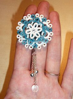 Loving this idea of coating quilled jewelry with varnish. Enhances it's look… Ich liebe diese Idee, quilled jewelry mit Lack … Paper Quilling Earrings, Quilling Craft, Quilling Ideas, Quilling Images, Quilling Designs, Quilling Christmas, Paper Jewelry, Jewelry Necklaces, Jewellery