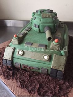 A cool tank birthday cake!