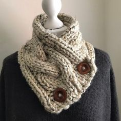 Items similar to Yellow and Ochre Geometric Shapes Neck Warmer Scarf on Etsy Loom Knitting, Knitting Patterns Free, Knit Patterns, Knitting Ideas, Knitting Projects, Super Chunky Yarn, Knit Cowl, Scarf Knit, Knitted Scarves